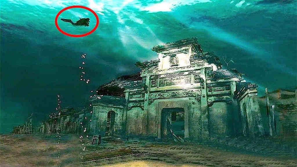 Bereits seit vielen Jahrhunderten kommt es vor das Städte vom Wasser erfasst und unter ihm begraben werden. In diesem unglaublichen Video werden Euch 5 dieser unglaublichen Naturvorkomnisse gezeigt.