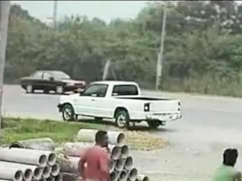 Seht in diesem lustigen Video was für unglaublich (bekloppte) Dinge Männer mit Ihren Fahrzeugen anstellen.