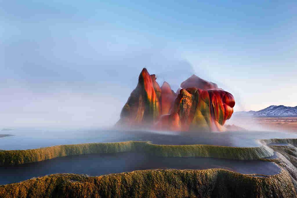 Dieser unglaubliche Geysir ist keine Laune der Natur, sondern ein nicht fachgerecht geschlossenes BOhrloch auf der Suche nach thermalen Aktivitäten.