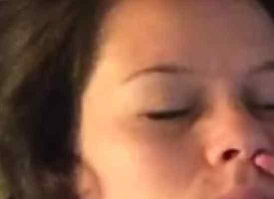 Immer wieder fragen wir uns warum wir unsere lieben Klienen zum wach werden mit ins Bett nehmen? Hier ein lustiges Video wie wir in dieser Zeit gequelt werden.