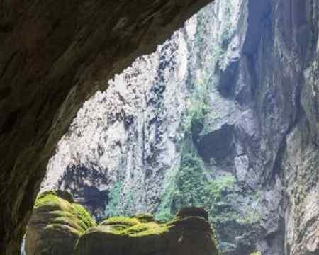 Diese unglaubliche Höhel wurde in Vietnam entdeckt, hier findet ein ganzer Wald Platz.