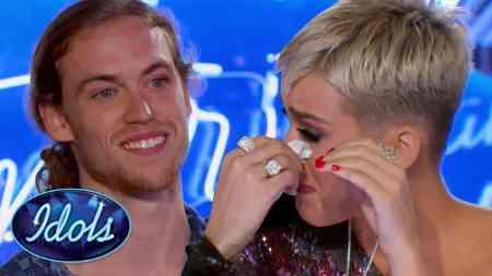 Gerade mal ein Jahr nach einem schweren Unfall stellt sich David Francisco der Juri des American Idols und rührt sie zu tränen.
