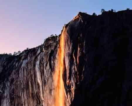 Wenn ihr zur richtigen Jahreszeit in den Yosemite National Park reist könnt ihr in den Genuss eines unglaublichen Naturphänomens kommen.
