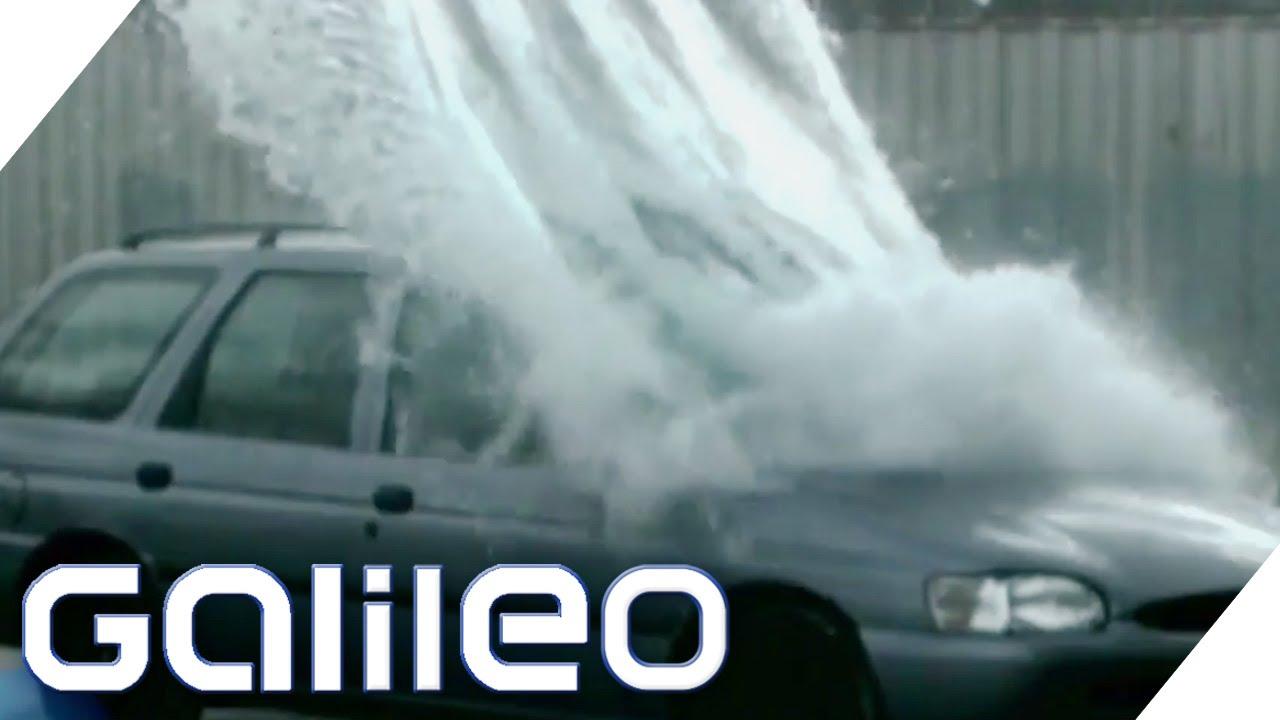 Wenn man 10 Tonnen auf ein Auto aus 10 Metern fallen lässt ist es komplett zerstört.