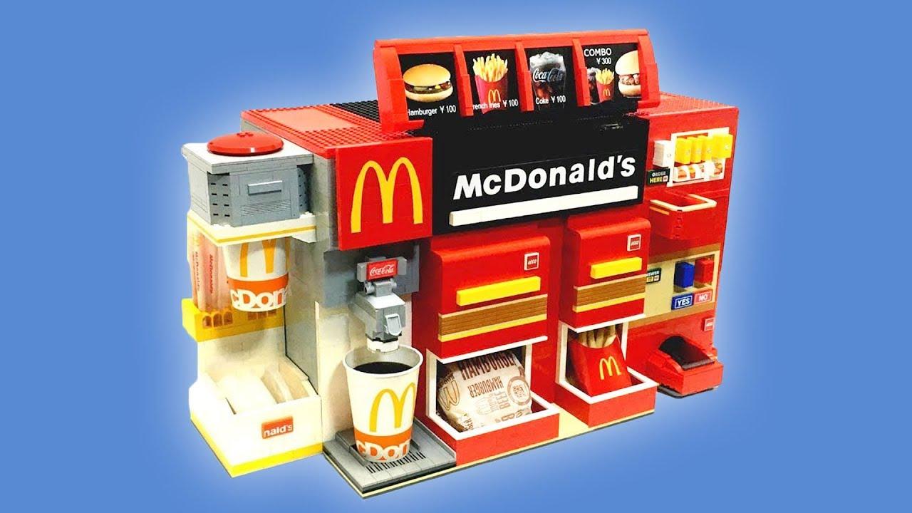 Man sieht einige der genialsten Lego-Maschinen der Welt, die funktionieren.